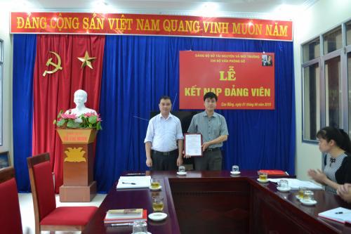 Chi bộ Văn phòng Sở Tài nguyên và Môi trường tổ chức Lễ kết nạp Đảng viên mới