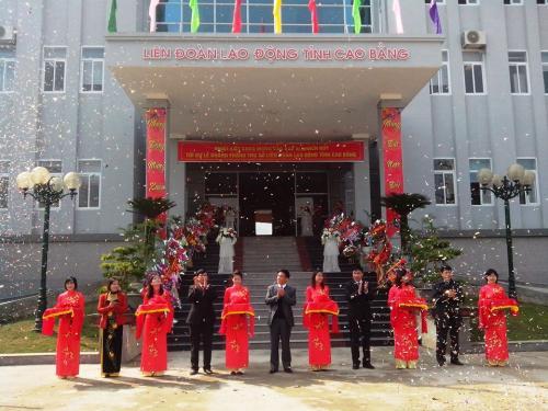 LĐLĐ tỉnh đã tổ chức lễ khánh thành trụ sở mới và tổng kết công tác công đoàn 2013