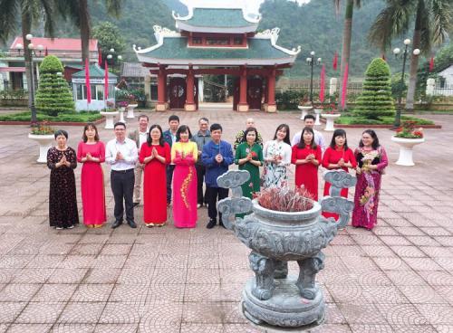 Công đoàn Ban Tuyên giáo Tỉnh ủy tổ chức các hoạt động về nguồn kỷ niệm ngày Quốc tế phụ nữ (8/3) và hưởng ứng tuần lễ Áo dài Việt Nam