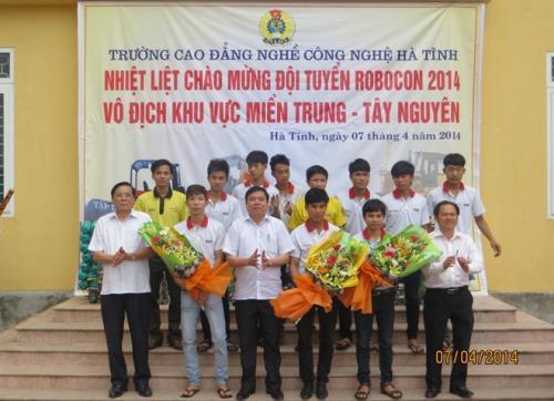 Đội tuyển Trường CĐ Nghề CN Hà Tĩnh lọt vào chung kết Robocon VN 2014