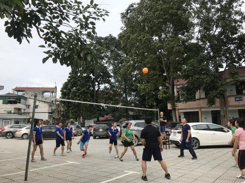 CĐCS Trường Chính trị Hoàng Đình Giong tổ chức Giải Bóng chuyền hơi