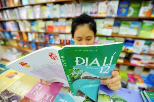 Bàn về đề án đổi mới sách giáo khoa, Chủ tịch Quốc hội Nguyễn Sinh Hùng - Cứ đưa thế này ra Quốc hội là không được!