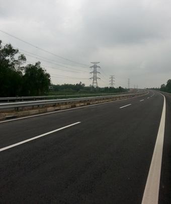 Đi trên cao tốc mới, từ Hà Nội tới Đền Hùng chỉ hết 30 phút