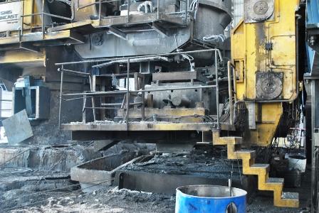 """Vụ nổ tại nhà máy thép """"Dòng thép nóng chảy như dung nham dội xuống các công nhân"""""""