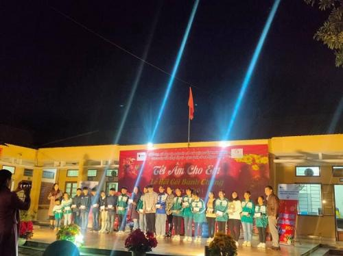 Công đoàn cơ sở Trung tâm Bảo trợ xã hội tỉnh Cao Bằng  Tham gia chương trình tết ấm cho em