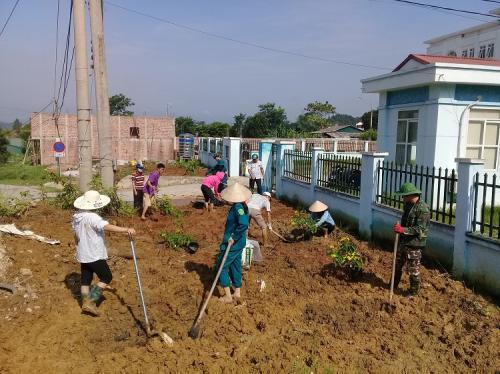 CĐCS Hội Nông dân tỉnh phát động và tổ chức trồng cây xanh đô thị.