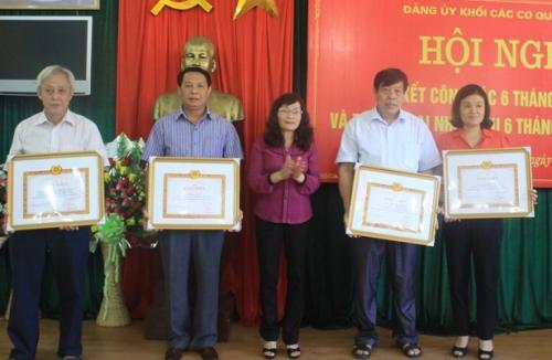 Đảng ủy Khối CCQ tỉnh 6 tháng đầu năm kết nạp 107 đảng viên mới
