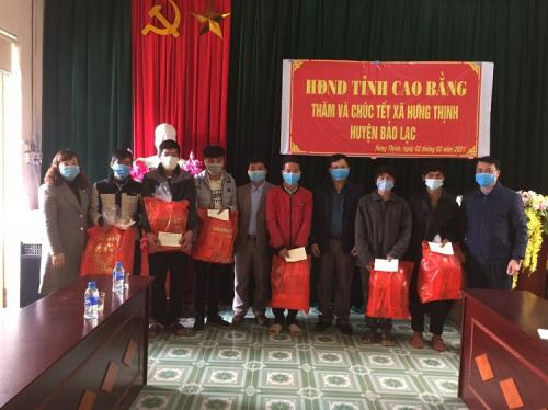Công đoàn Văn phòng Hội đồng nhân dân tỉnh thăm và tặng quà tết tại xã Hưng Thịnh, huyện Bảo Lạc