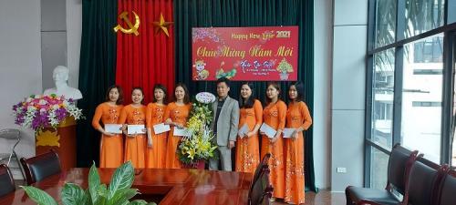 CĐCS Trung tâm quản lý và khai thác dịch vụ hạ tầng khu kinh tế tổ chức hoạt động kỷ niệm ngày Quốc tế phụ nữ Việt Nam 8/3