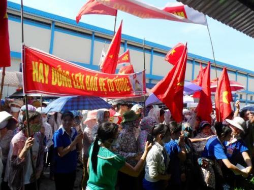 Tổng LĐLĐ Việt Nam chỉ đạo - Phát hiện kịp thời các đối tượng trà trộn, kích động công nhân