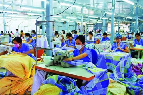 Ủy ban Quan hệ lao động Tiếp tục tham gia với cơ quan nhà nước trong việc xây dựng, hoàn thiện các văn bản qui phạm pháp luật về lao động