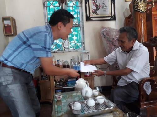 Công đoàn Cơ quan Liên đoàn Lao động tỉnh Cao Bằng tổ chức thăm hỏi tặng quà các gia đình chính sách nhân  ngày Thương binh - Liệt sỹ (27/7)