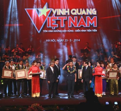 """""""Vinh quang Việt Nam"""" lần thứ XI - năm 2014 Tôn vinh bản lĩnh và ý chí con người Việt Nam"""