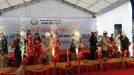 Nghệ An Người dân đội mưa háo hức dự lễ khởi công xây cầu Khe Ang