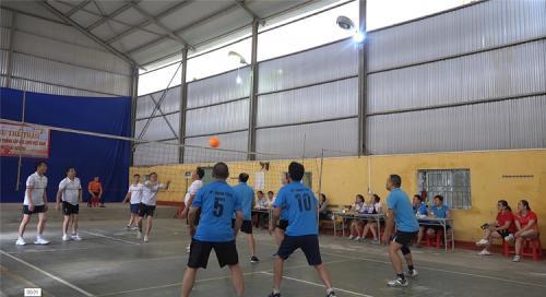 Văn phòng Hội đồng nhân dân tỉnh giao lưu chuyên môn và thể thao với Văn phòng HĐND - UBND huyện Hòa An.
