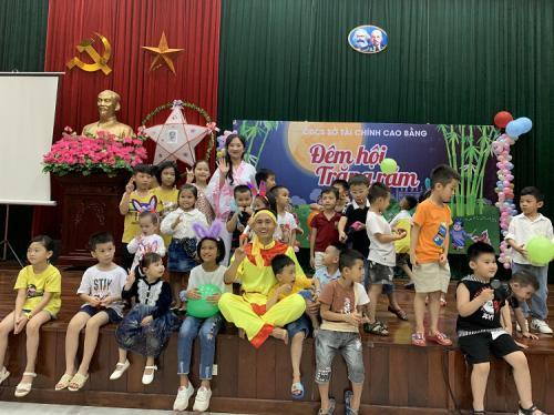 Công đoàn cơ sở và Chi đoàn thanh niên Sở Tài chính                                   tổ chức Tết trung thu cho các cháu thiếu nhi
