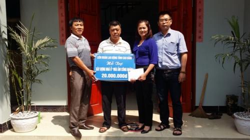 CĐVC tỉnh trao tặng quỹ Mái ấm công đoàn