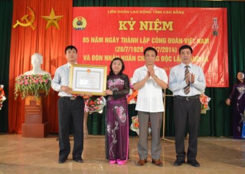 LĐLĐ tỉnh Đón nhận Huân chương Độc lập hạng ba