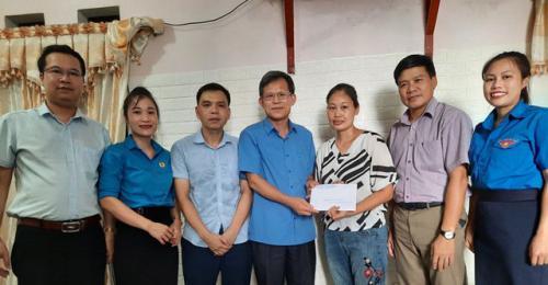 Công đoàn Văn phòng UBND tỉnh thăm hỏi và hỗ trợ gia đình  đoàn viên công đoàn có hoàn cảnh khó khăn