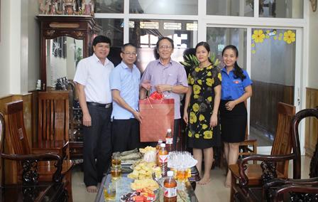 CĐCS Tòa án nhân dân tỉnh thăm và tặng quà nhân kỷ niệm ngày Thương binh - Liệt sỹ