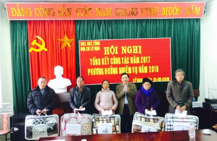 CĐCS Ban Quản lý Khu kinh tế tỉnh tổ chức thăm và tặng quà Tết cho đồng bào có hoàn cảnh khó khăn