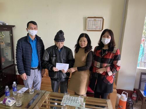 Trung tâm Dịch vụ việc làm thăm và chúc tết gia đình đoàn viên có hoàn cảnh khó khăn nhân dịp Tết Nguyên đán 2021