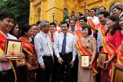 Chủ tịch Nước Trương Tấn Sang gặp mặt cán bộ công đoàn cơ sở tiêu biểu toàn quốc Xây dựng tổ chức công đoàn ngày càng vững mạnh